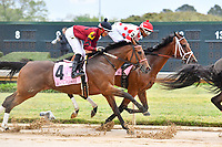 HOT SPRINGS, AR - APRIL 13:  Apple Blossom Handicap at Oaklawn Park on April 13, 2018 in Hot Springs,Arkansas.  #4 Beach Flower with jockey Ramon A. Vazquez. and #2 Unbridled Mo with jockey Ricardo Santana, Jr. (Photo by Ted McClenning/Eclipse Sportswire/Getty Images)