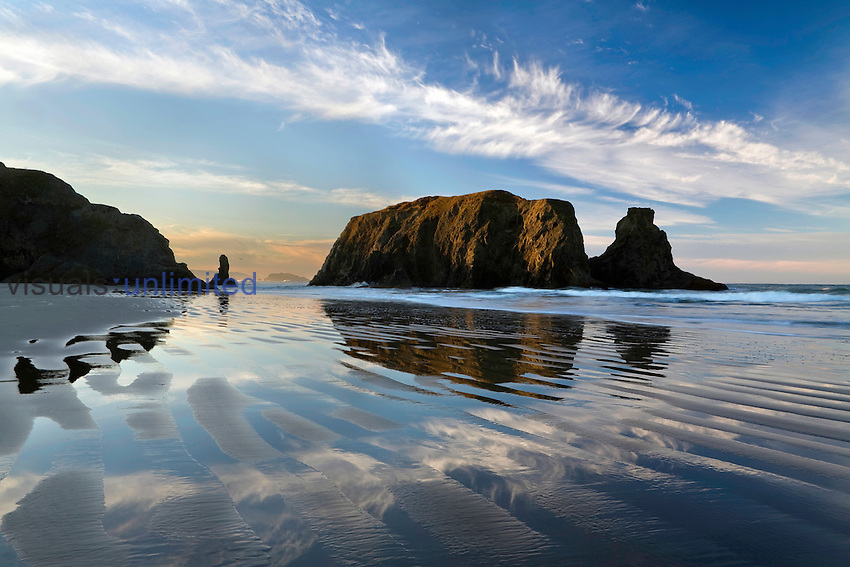 Beach and sea stacks at sunrise, Bandon Beach, Oregon, USA