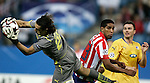 Atletico de Madrid's Cleber Santana against Apoel's Dionisios Chiotis during UEFA Champions League match. September 15, 2009. (ALTERPHOTOS/Alvaro Hernandez).