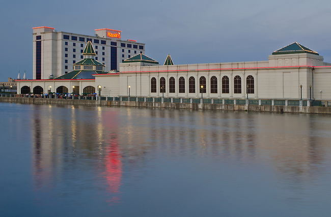 Harrah's Casino in Joliet, Illilnois sits of the south bank of the DesPlaines River.