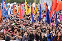 SAO PAULO, SP, 01.05.2015 - DIA-TRABALHO - Trabalhadores durante as celebrações do Dia do Trabalho promovida pela Força Sindical nesta sexta-feira, 1° de maio, com diversos shows gratuitos para celebrar o dia do trabalho. O evento acontece na Praça Campo de Bagatelle, em Santana, região norte de São Paulo, SP. (Foto: Fernando Neves/Brazil Photo Press/Folhapress)