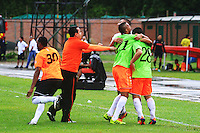 FLORIDABLANCA - COLOMBIA -20 -03-2014: Los jugadore de Envigado FC, celebran la clasificación a la siguiente ronda, durante partido Alianza Petrolera y Envigado FC por la fecha 18 de la Liga Postobon I-2014, jugado en el estadio Alvaro Gomez Hurtado de la ciudad de Floridablanca.   / The players of Envigado FC, celebrate the classification to the next round during a match Alianza Petrolera and Envigado FC for the date 18th of the Liga Postobon I-2014 at the Alvaro Gomez Hurtado stadium in Floridablanca city  Photo: VizzorImage  / Duncan Bustamente / Str.