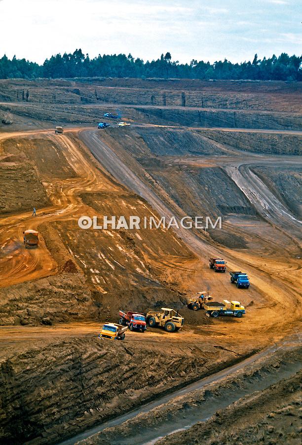Extração de minerio Niobio. Companhia Brasileira de Metalurgia e Mineração, CBMM. Araxa. Minas Gerias. 1992. Foto de Juca Martins.
