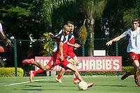 SAO PAULO, SAO PAULO, 24.04.2015 - TREINO SPFC. Wesley durante treino do São Paulo Futebol Clube, na manhã desta sexta-feira (24), no Centro de Treinamento da Barra Funda, zona oeste da capital paulista (Foto: Adriana Spaca / Brazil Photo Press)