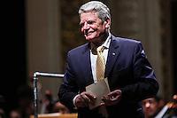 SAO PAULO, SP, 13 DE MAIO 2013 - VISITA PRESIDENTE DA ALEMANHA AO BRASIL - Joachim Gauck Presidente da Alemanha durante encontro Brasil x Alemanha no Teatro Municipal na cidade de Sao Paulo na noite desta segunda-feira. FOTO: VANESSA CARVALHO - BRAZIL PHOTO PRESS