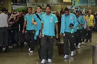 ILHA DO GOVERNADOR, RJ, 16 JULHO 2012 - EMBARQUE SELECAO BRASILEIRA OLIMPICA - Jogadores da Selecao Brasileira Olimpica de Futebol, durante embarque para Londres, onde disputara as olimpiadas, no Galeao, Aeroporto Internacional do Rio de Janeiro, na Ilha do Governador no Estado do Rio de Janeiro, nesta segunda-feira, 16. (FOTO: MARCELO FONSECA / BRAZIL PHOTO PRESS).
