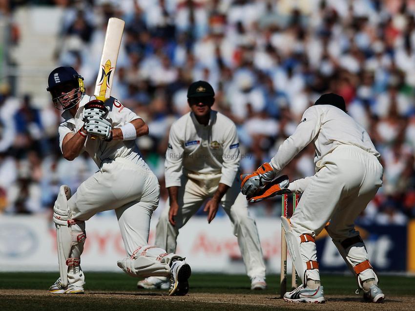 Photo: Glyn Thomas..England v Australia. nPower Test Series. The Ashes 2005..08/09/2005..England's Kevin Pietersen (L).