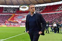 Rangnick verlaesst RB Leipzig und wird Fussball-Chef bei Red Bull. Archivfoto; Ralf RANGNICK (Trainer L), Einzelbild,angeschnittenes Einzelmotiv,Halbfigur,halbe Figur, Hi:Bayern Fanblock mit Riesen Bayern Vereinswappen,Emblem. Fussball,Saison 2018/19, DFB Pokal Finale RB Leipzig (L) - FC Bayern Muenchen (M) 0-3, im Olympiastadion in Berlin am 25.05.2019. Â *** Rangnick leaves RB Leipzig and becomes soccer boss at Red Bull Archivfoto Ralf RANGNICK Trainer L , single picture, cut single motive, half figure, half figure, Hi Bayern fan block with giant Bayern club coat of arms, emblem soccer, season 2018 19, DFB cup final RB Leipzig L FC Bayern Munich M 0 3, in the olympia stadium in Berlin on 25 05 2019 Â