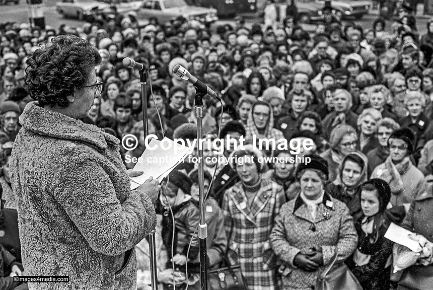 Monica Patterson, founder and chairwoman, Woman Together, a peace initiative during the N Ireland Troubles, addresses a meeting at Belfast City Hall, N Ireland, UK. 197301130017.<br />