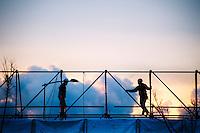 Il progetto Focara2014, sviluppato in tre fasi legate ad altrettanti giorni di sessioni fotografiche, cerca di ricreare l'atmosfera dei giorni della Focara: il periodo antecedente il giorno della festa (1#FocaraMinusOne), il giorno dell'accensione e della festa (2#FocaraZero) e il giorno successivo alla festa (3#FocaraAfter).<br /> 1#FocaraMinusOne cerca di ripercorrere in pochi scatti il lavoro e l'attesa. E' il non-giorno, quello in cui tutto sembra lontano e vicino: il giorno del completamento, del lavoro di rifinitura, il preludio al momento decisivo. Il prologo prima dell'incipit. Il colore usato è un non-colore, toni freddi che aspettano il fuoco: l'aria contiene la violenza dell'attesa, della fatica. La Focara è quasi ultimata nella forma e nell'installazione di Hidetoshi Nagasawa (che sta prendendo la sua forma di scala protesa al cielo). Tutto è sospeso. Tutto è speranza.