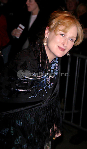 K28051JBB.<br /> THE HOURS PREMIERE AT THE PARIS THEATRE, NEW YORK CITY.<br /> 12/15/2002.<br /> PHOTO:  John Barrett/ PHOTOlink.net/ MediaPunch<br /> MERYL STREEP