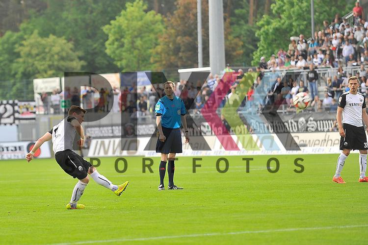 Sandhausens Denis Linsmayer (Nr.6) beim Schuss im Spiel der 2. Bundesliga, SV Sandhausen - Fortuna Duesseldorf.<br /> <br /> Foto &copy; P-I-X.org *** Foto ist honorarpflichtig! *** Auf Anfrage in hoeherer Qualitaet/Aufloesung. Belegexemplar erbeten. Veroeffentlichung ausschliesslich fuer journalistisch-publizistische Zwecke. For editorial use only.