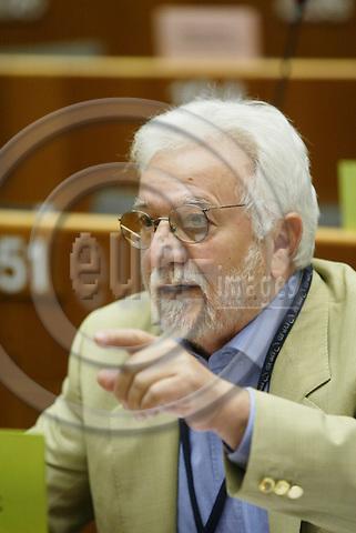 BRUSSELS - BELGIUM - 13 OCTOBER 2005 --Committee of the Regions (CoR) - Open Days. -- Closing Session -- MEP Nikolaos VAKALIS.  PHOTO: ERIK LUNTANG / EUP-IMAGES