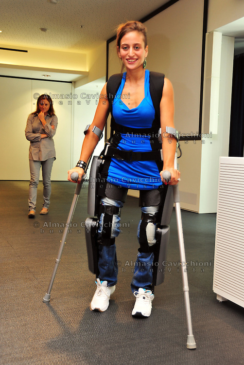 10 SET 2012: Milano: Manuela Migliaccio con l'esoscheletro robotizzato. <br /> Milan: Manuela Migliaccio with the ReWalk exoskeleton