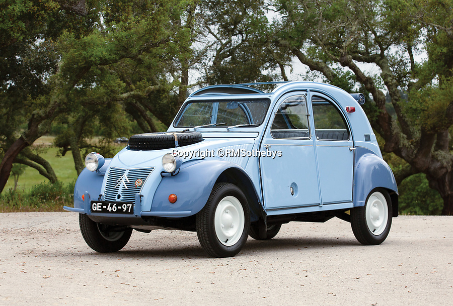 BNPS.co.uk (01202 558833)<br /> Pic: RMSothebys/BNPS<br /> <br /> Super-rare twin engined 2CV 4x4...Yours for a whopping £90,000...<br /> <br /> It may be the epitome of cheap, basic motoring, but a humble Citroen 2CV car has emerged for sale for a staggering £90,000.<br /> <br /> The French two-door motor is one of only 700 Sahara 4x4 models made by the French marque, making it among the most desirable 2CVs around.<br /> <br /> It is thought less than 100 survive today of which just 30 are in usable, running condition.