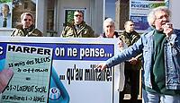 MANIFESTATION DU FRAPRU FRONT D'ACTION POPULAIRE EN REAMENAGEMENT URBAIN DROIT AU LOGEMENT FRANCOIS SAILLANT <br /> DEVANT BUREAUX MICHAEL FORTIER DANS VAUDREUIL-DORION CONGRE GOUVERNEMENT STEPHEN HARPER ET SES POLITIQUES<br /> PHOTO JACQUES NADEAU<br /> 7 OCTOBRE 2008 P.A-4