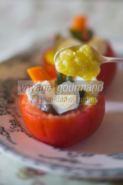 Europe/Provence-Alpes-Côte d'Azur/83/Var/Bormes-les-Mimosas: Tomate en mini aïoli, recette de Mireille Gedda: L'atelier de  cuisine Gourmande