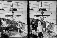 Ostdeutschland, DDR, Deutsche Demokratische Republik, Aequatortaufe auf Schiff der DSR Deutfracht Seereederei, Taeufling am Kreuz wird mit Feuerlöschwasser bespritzt, Aequator Westafrika 6.12.1981 / East Germany, German Democratic Republic, Equator baptism on east german DSR ship