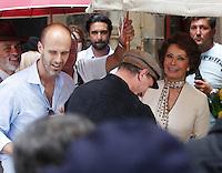 NAPOLI SOFIA LOREN GIRA ALCUNE SCENE DEL FILM <br /> &quot; LA VOCE UMANA &quot;<br /> NELLA FOTO EDUARDO PONTI SOFIA LOREN<br /> FOTO CIRO DE LUCA