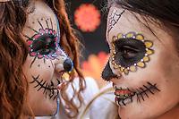 Estudiantes de preparatoria con maquillaje de catrina  en sus rostros, durante  festival  de altares previo al día de muertos llevado a cabo en la plaza Hidalgo en Hermosillo Sonora<br /> <br /> © Foto: LuisGutierrez/NORTEPHOTO.COM