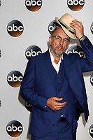 LOS ANGELES - AUG 6:  Richard Schiff at the ABC TCA Summer 2017 Party at the Beverly Hilton Hotel on August 6, 2017 in Beverly Hills, CA