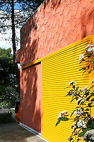 Artist George Kypris and his wife, ceramist Antonella Torchi, decided to renovate the house he grew up in; a beautiful residence with a lovely, inviting garden.The colours employed both indoors and outdoors combine vivid and more neutral shades.
