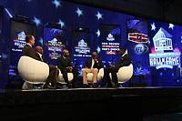 Moderator Rich Eisen, Neu-Hall-of-Famer Emmitt Smith (2vr.) mit Jerry Rice (M). und Michael Irvin (r.)<br /> NFL Hall of Fame PK *** Local Caption *** Foto ist honorarpflichtig! zzgl. gesetzl. MwSt. Auf Anfrage in hoeherer Qualitaet/Aufloesung. Belegexemplar an: Marc Schueler, Alte Weinstrasse 1, 61352 Bad Homburg, Tel. +49 (0) 151 11 65 49 88, www.gameday-mediaservices.de. Email: marc.schueler@gameday-mediaservices.de, Bankverbindung: Volksbank Bergstrasse, Kto.: 52137306, BLZ: 50890000
