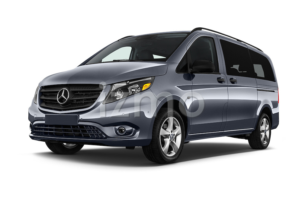 Stock pictures of low aggressive front three quarter view of 2018 Mercedes Benz Metris Passenger-Van 5 Door Passenger Van Low Aggressive