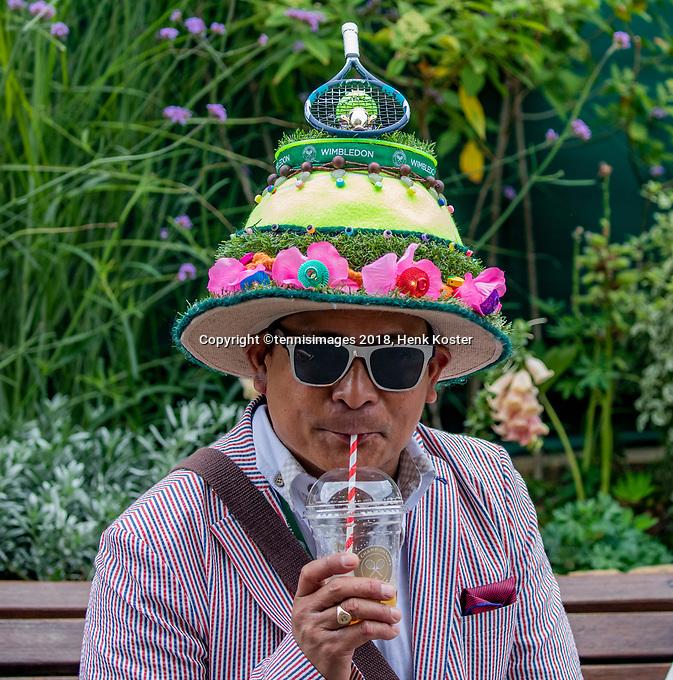 London, England, 10 th. July, 2018, Tennis,  Wimbledon, A drensde up spectator<br /> Photo: Henk Koster/tennisimages.com