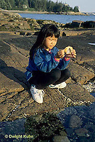 ON06-032z  Crab - girl finding crab shell in tidepool