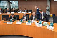 10. Sitzung des &quot;1. Untersuchungsausschuss&quot; der 19. Legislaturperiode des Deutschen Bundestag am Donnerstag den 17. Mai 2018 zur Aufklaerung des Terroranschlag durch den islamistischen Terroristen Anis Amri auf den Weihnachtsmarkt am Berliner Breitscheidplatz im Dezember 2016.<br /> In der Sitzung wurden in einer oeffentlichen Anhoerung als Sachverstaendige zum Thema: &quot;Foederale Sicherheitsarchitektur&quot; u.a. der ehemalige Chef des Bundesamt fuer Verfassungssschutz (Heinz Fromm), der ehemalige Direktor des Bundeskriminalamt (Juergen Maurer) und Rechtswissenschaftler befragt.<br /> Im Bild vlnr.: Prof. Dr. Matthias Baecker, Johannes Gutenberg-Universitaet Mainz, Rechts- und Wirtschaftswissenschaften; Otto Dreksler, Leitender Polizeidirektor a.D., ehemaliger Chef der Berliner Landespolizeischule und Berater der Rechtspartei &quot;Alternative fuer Deutschland&quot; (AfD); Heinz Fromm, Praesident des Bundesamtes fuer Verfassungsschutz a. D.; Dr. Nikolaos Gazeas LL.M., Rechtsanwalt, Koeln. Hinter ihnen der Ausschussvorsitzende Armin Schuster (CDU).<br /> 17.5.2018, Berlin<br /> Copyright: Christian-Ditsch.de<br /> [Inhaltsveraendernde Manipulation des Fotos nur nach ausdruecklicher Genehmigung des Fotografen. Vereinbarungen ueber Abtretung von Persoenlichkeitsrechten/Model Release der abgebildeten Person/Personen liegen nicht vor. NO MODEL RELEASE! Nur fuer Redaktionelle Zwecke. Don't publish without copyright Christian-Ditsch.de, Veroeffentlichung nur mit Fotografennennung, sowie gegen Honorar, MwSt. und Beleg. Konto: I N G - D i B a, IBAN DE58500105175400192269, BIC INGDDEFFXXX, Kontakt: post@christian-ditsch.de<br /> Bei der Bearbeitung der Dateiinformationen darf die Urheberkennzeichnung in den EXIF- und  IPTC-Daten nicht entfernt werden, diese sind in digitalen Medien nach &sect;95c UrhG rechtlich geschuetzt. Der Urhebervermerk wird gemaess &sect;13 UrhG verlangt.]