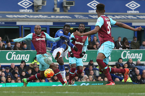 05.03.2016. Goodison Park, Liverpool, England. Barclays Premier League. Everton versus West Ham. Romelu Lukaku of Everton shoots as Angelo Ogbonna Obinze of West Ham United rushes to block him.