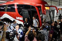 SÃO PAULO, SP, 28 DE FEVEREIRO DE 2013 - TAÇA LIBERTADORES DA AMÉRICA - SÃO PAULO x THE STRONGEST: Jogador Osvaldo do São Paulo chega para a partida São Paulo x The Strongest, válida pela 2ª rodada do grupo 3 da Taça Libertadores da América de 2013, disputada no estádio do Morumbi em São Paulo. FOTO: LEVI BIANCO - BRAZIL PHOTO PRESS