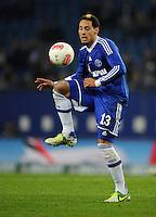 FUSSBALL   1. BUNDESLIGA    SAISON 2012/2013    14. Spieltag   Hamburger SV - FC Schalke 04                               27.11.2012 Jermaine Jones (FC Schalke 04) Einzelaktion am Ball