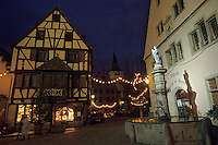 Europe/France/Alsace/68/Haut-Rhin/Turkheim: Décorations de Noël sur la place de l'église