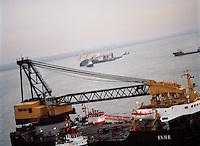 10 december 1994.   De Pioner Onegi maakte op 8 december 1994 op weg van Antwerpen naar zee, zoveel slagzij dat sleepboten het schip tegen de slikken voor Bath moesten duwen om kapseizen te voorkomen. De Pioner had te veel containers aan boord en was verkeerd geladen.