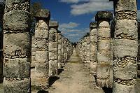 Templo de los Guerreros y de las 1000 Columnas.<br /> Zona arqueologica de Chichen Itza Zona arqueol&oacute;gica  <br /> Chich&eacute;n Itz&aacute;Chich&eacute;n Itz&aacute; maya: (Chich&eacute;n) Boca del pozo; <br /> de los (Itz&aacute;) brujos de agua. <br /> Es uno de los principales sitios arqueol&oacute;gicos de la <br /> pen&iacute;nsula de Yucat&aacute;n, en M&eacute;xico, ubicado en el municipio de Tinum.<br /> Photo: &copy;Francisco Morales/DAMMPHOTO.COM/NORTEPHOTO