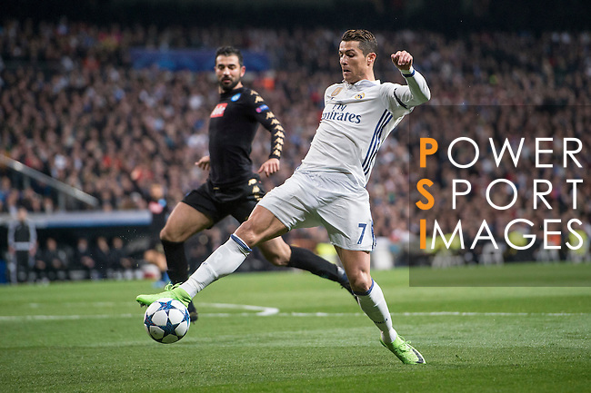 Cristiano Ronaldo of Real Madrid fights for the ball during the match Real Madrid vs Napoli, part of the 2016-17 UEFA Champions League Round of 16 at the Santiago Bernabeu Stadium on 15 February 2017 in Madrid, Spain. Photo by Diego Gonzalez Souto / Power Sport Images