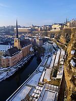 Blick von Bock-Kasematten auf Grund und Altstadt, Luxemburg-City, Luxemburg, Europa, UNESCO-Weltkulturerbe<br /> Grund and historic city, Luxembourg City, Europe, UNESCO Heritage Site