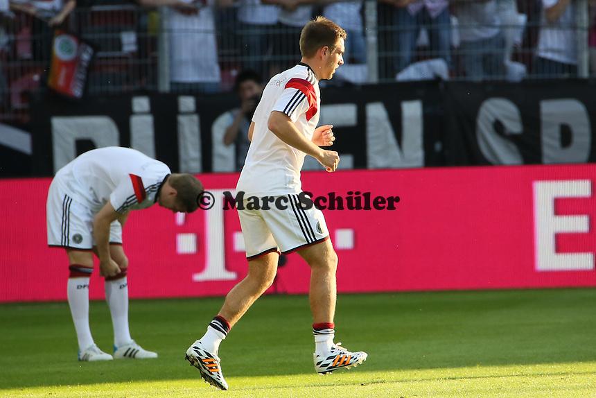 Philipp Lahm (D) testet seine verheilten Gelenke - Deutschland vs. Armenien in Mainz