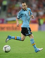 FUSSBALL  EUROPAMEISTERSCHAFT 2012   VORRUNDE Kroatien - Spanien                 18.06.2012 Andres Iniesta (Spanien) Einzelaktion am Ball