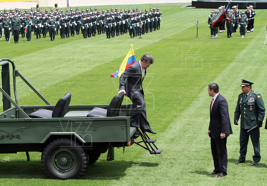 BOGOTA -COLOMBIA. 21-02-2014. Con la presencia del presidente Juan Manuel Santos y el ministro de defensa Juan Carlos Pinzon tomaron posesion de sus nuevos cargos los generales Juan Pablo Rodriguez nuevo comandante de las Fuerzas Militares de Colombia, general Javier Florez nuevo comandante del Estado Mayor Conjunto y el general Jaime Lasprilla comandante del Ejercito Nacional ceremonia celebrada en la Escuela Jose Maria Cordova. / With the presence of President Juan Manuel Santos and Defense Minister Juan Carlos Pinzon took possession of their new positions general Juan Pablo Rodriguez new commander of the Military Forces of Colombia, General Javier Florez new comadante of the Joint Chiefs and General Jaime Lasprilla army commander ceremony at the Jose Maria Cordova School.  Photo: VizzorImage/ Felipe Caicedo / Staff