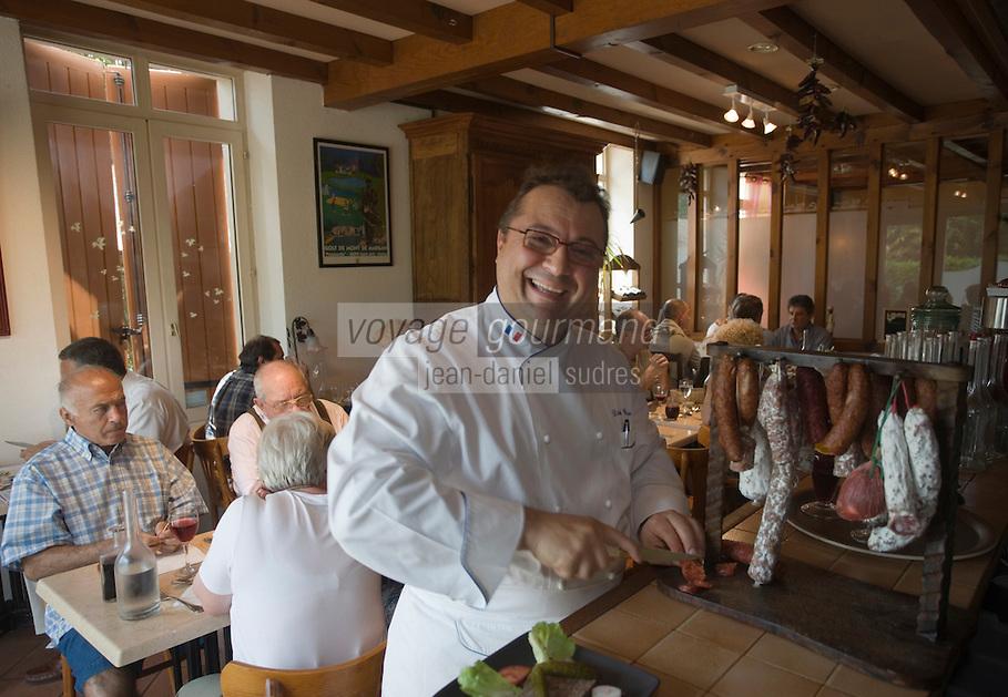 """Europe/France/Aquitaine/40/Landes/ Uchacq-et-Parentis:Restaurant """"Didier Garbage"""" - le chef  côté bistrot [Non destiné à un usage publicitaire - Not intended for an advertising use]"""