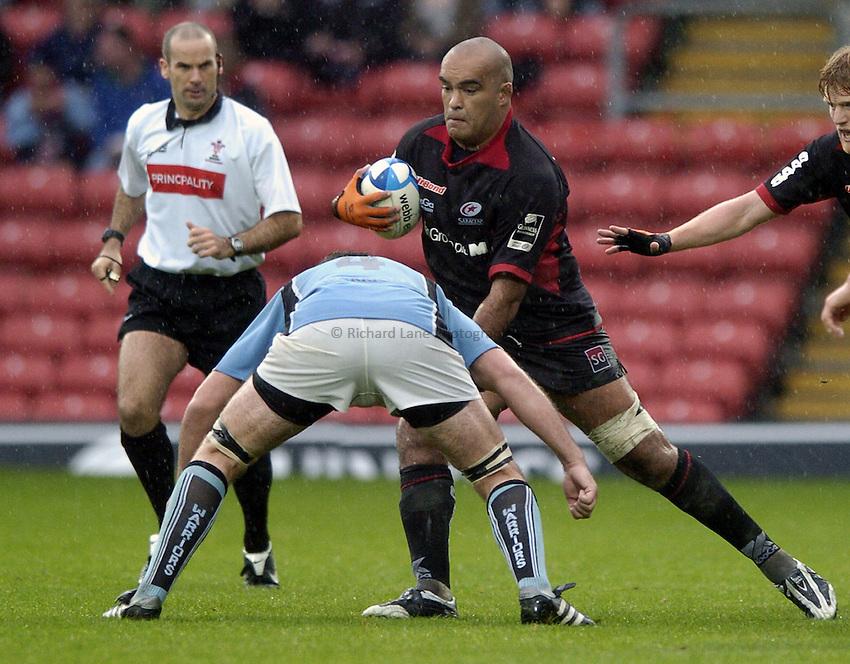 Photo: Jonathan Butler..Saracens v Glasgow Rugby. European Challenge Cup. 22/10/2006..Simon Raiwalui of Saracens attacks.