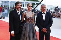 VENICE, ITALY - SEPTEMBER 05: Jennifer Lawrence, Javier Bardem and Alberto Barbera attend 'Mother' Red Carpet during 74th Venice Film Festival at Palazzo Del Cinema on September 5, 2017 in Venice, Italy. (Mark Cape/insidefoto)