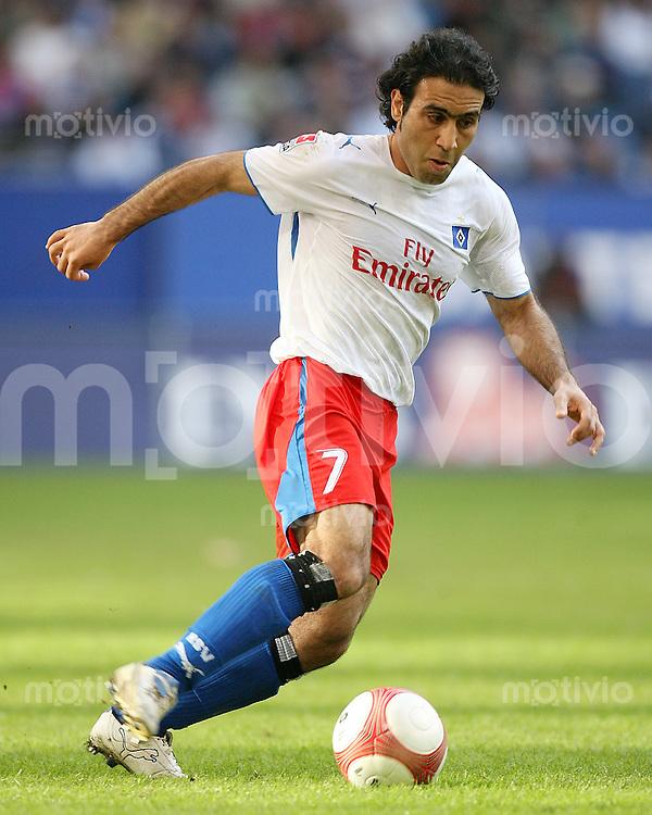 Fussball   1. Bundesliga   Saison 2006/2007 Mehdi MAHDAVIKIA (Hamburger SV), Einzelaktion am Ball