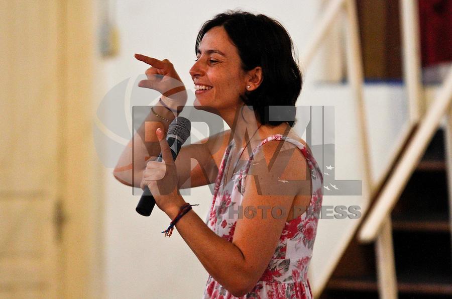 SÃO PAULO,SP,22 AGOSTO 2012 - ELEIÇOES SONINHA - A candidata a prefeitura de São Paulo Soninha Francine do PPS esteve na manhã de hoje falando com estudantes do ensino medio no Circulo de Trabalhadores Cistãos na Vila Ema na zona leste de São Paulo.FOTO ALE VIANNA/BRAZIL PHOTO PRESS