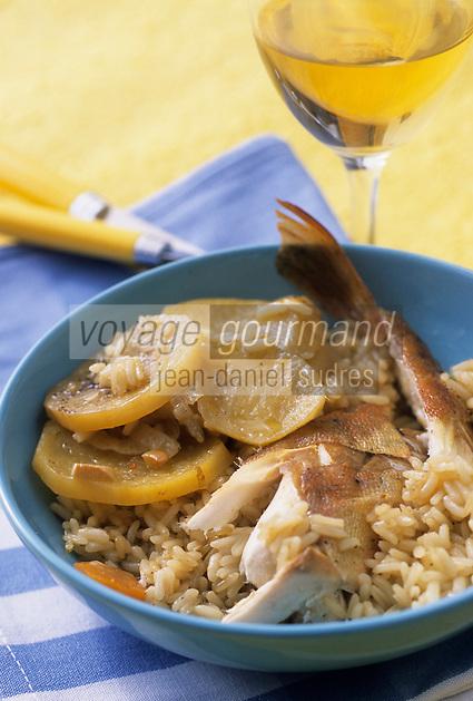 Europe/Croatie/Dalmatie/ Ile de Vis/ Vis: Poisson grillé au riz et pommes de terre cuit à la péka, recette  de l'auberge rurale d' Oliver Roki  vigneron au Domaine  Roki's