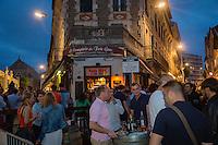 France, Aquitaine, Pyrénées-Atlantiques, Pays Basque, Biarritz: Au Comptoir du foie gras, aux Halles de Biarritz, l'apéro se prend dehors sur des tonneaux  //  France, Pyrenees Atlantiques, Basque Country, Biarritz: Biarritz at night,
