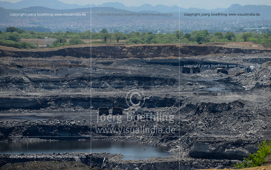 MOZAMBIQUE, Moatize, opencast Benga coal mine of Rio Tinto, coal is transported by railway to port Beira for export, Rio Tinto has sold the mine 2014 to indian consortium International Coal Ventures Private Limited ICVL  / MOSAMBIK, Moatize, Benga Kohlmine, offener Kohle Tagebau von Rio Tinto, die Kohle wird von hier per Bahn fuer den Export zum Hafen Beira transportiert, Rio Tinto hat den Kohletagebau 2014 an das indische Konsortium International Coal Ventures Private Limited (ICVL) verkauft